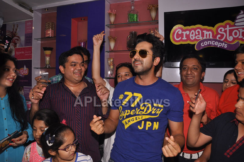 Bollywood Actor Ayushman Khurana launches Cream stone Flavours - Picture 11