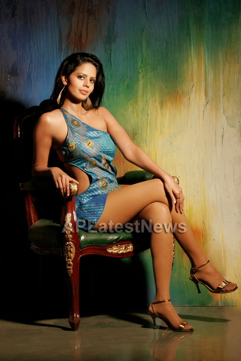 Bhairavi Goswamis Long Legs walk to stardom with - The City That Never Sleeps - Picture 2