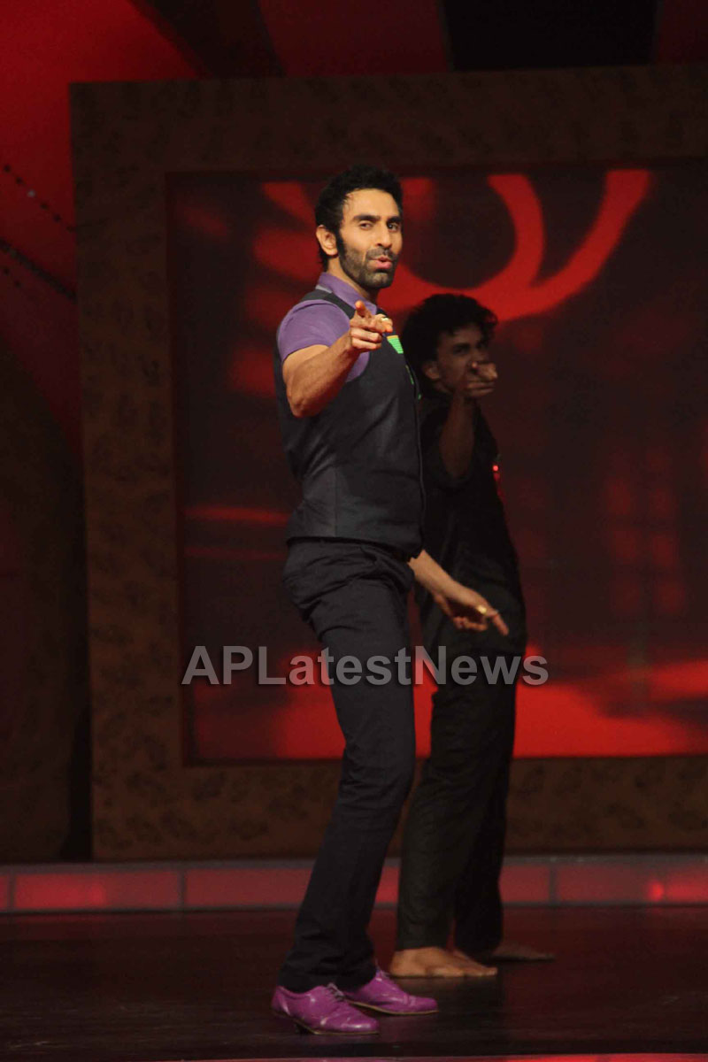 Sandip Soparrkars choreography steals the limelight at Bharat ki Shaan - Rum Jhum - Picture 2