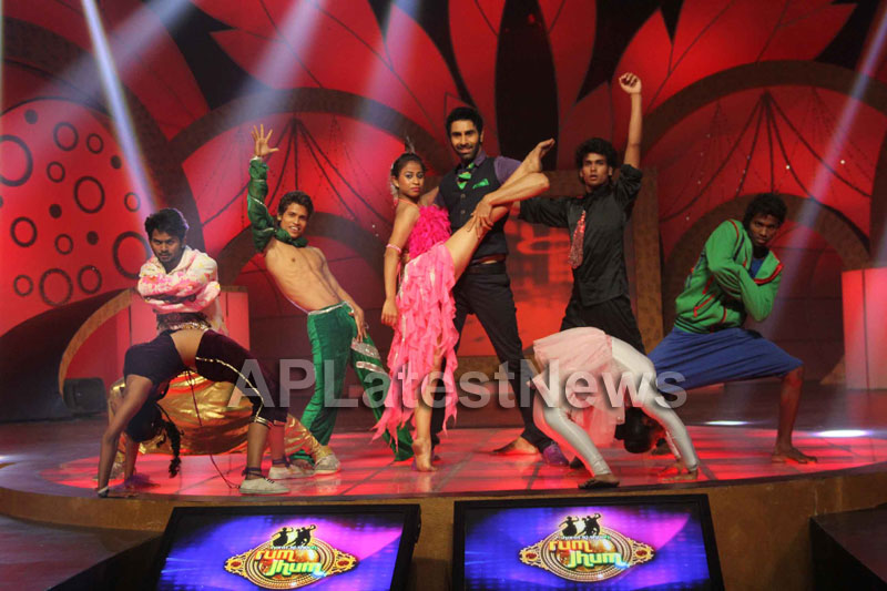Sandip Soparrkars choreography steals the limelight at Bharat ki Shaan - Rum Jhum - Picture 6