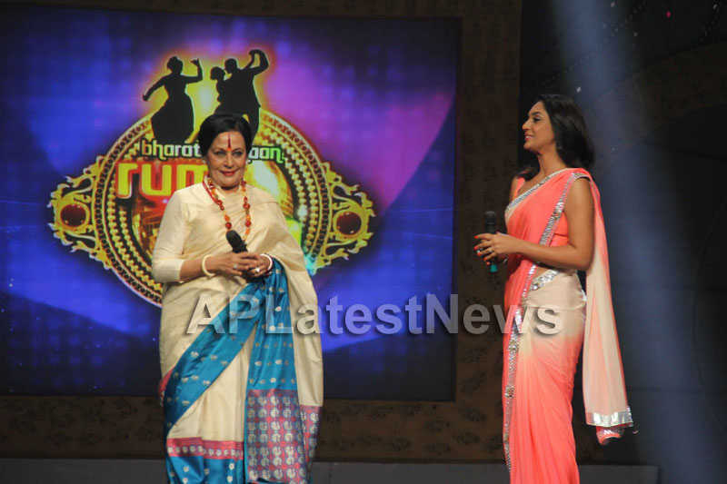 Sandip Soparrkars choreography steals the limelight at Bharat ki Shaan - Rum Jhum - Picture 4