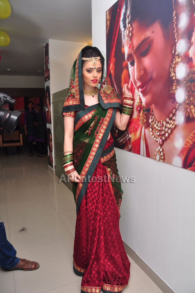 Bridal Make-up to the women of Hyderabad at Lakme, Kondapur and Somajiguda - Picture 23