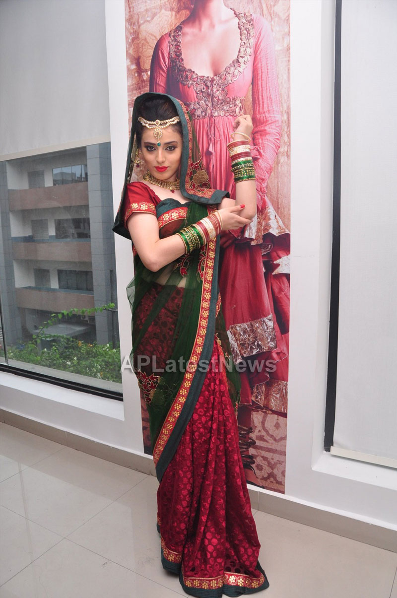 Bridal Make-up to the women of Hyderabad at Lakme, Kondapur and Somajiguda - Picture 18