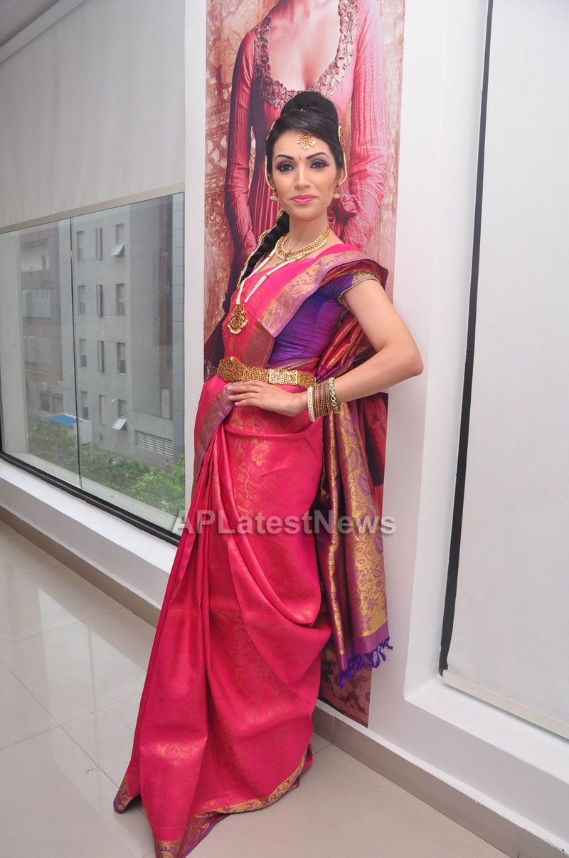Bridal Make-up to the women of Hyderabad at Lakme, Kondapur and Somajiguda - Picture 9