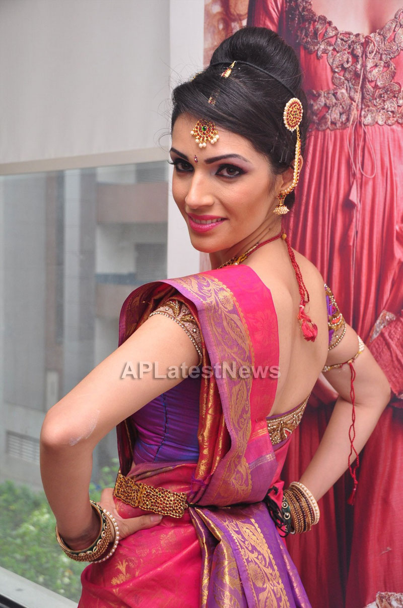 Bridal Make-up to the women of Hyderabad at Lakme, Kondapur and Somajiguda - Picture 19