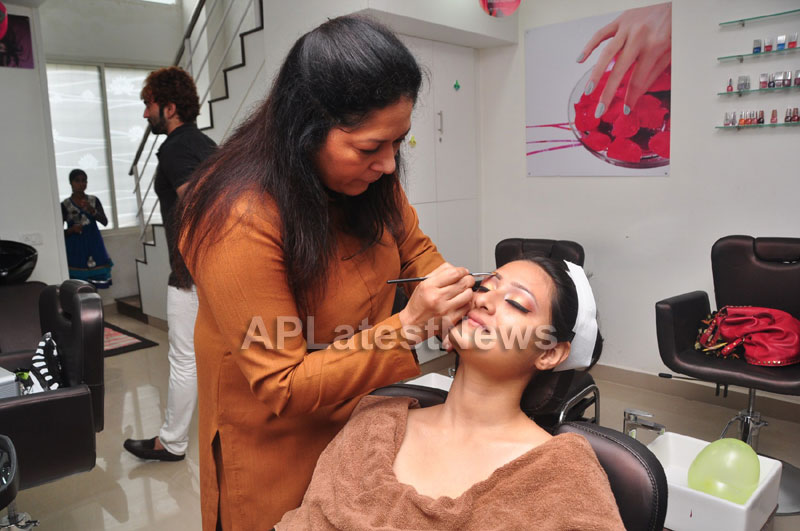 Bridal Make-up to the women of Hyderabad at Lakme, Kondapur and Somajiguda - Picture 8