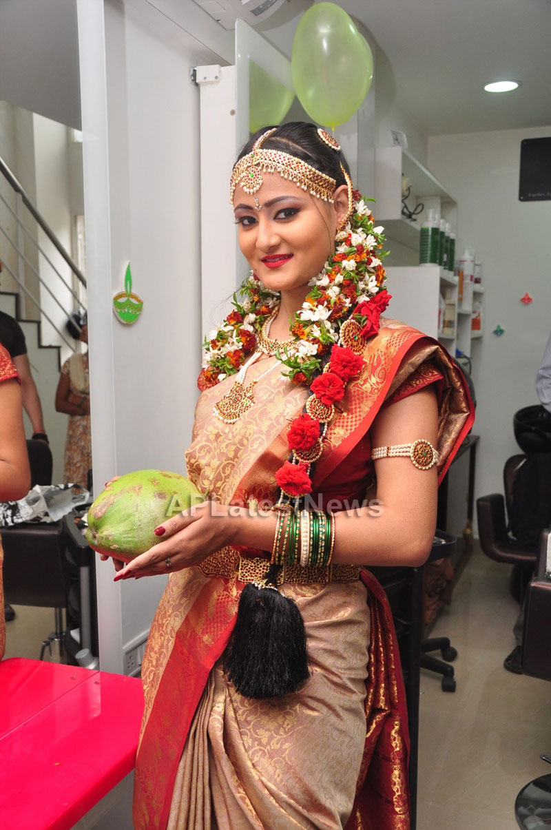 Bridal Make-up to the women of Hyderabad at Lakme, Kondapur and Somajiguda - Picture 17