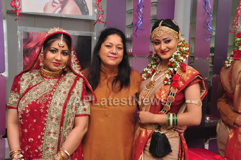 Bridal Make-up to the women of Hyderabad at Lakme, Kondapur and Somajiguda - Picture 27
