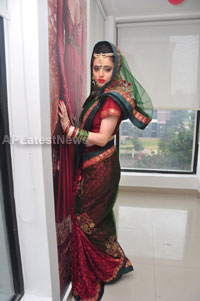 Bridal Make-up to the women of Hyderabad at Lakme, Kondapur and Somajiguda - Picture 7