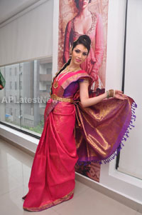 Bridal Make-up to the women of Hyderabad at Lakme, Kondapur and Somajiguda - Picture 3
