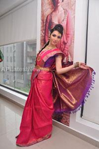Bridal Make-up to the women of Hyderabad at Lakme, Kondapur and Somajiguda