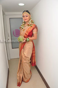 Bridal Make-up to the women of Hyderabad at Lakme, Kondapur and Somajiguda - Picture 13