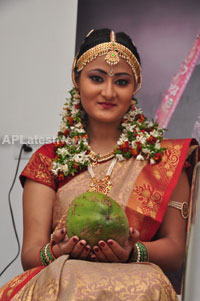 Bridal Make-up to the women of Hyderabad at Lakme, Kondapur and Somajiguda - Picture 21