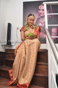 Bridal Make-up to the women of Hyderabad at Lakme, Kondapur and Somajiguda - Picture 2
