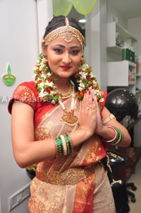 Bridal Make-up to the women of Hyderabad at Lakme, Kondapur and Somajiguda - Picture 10