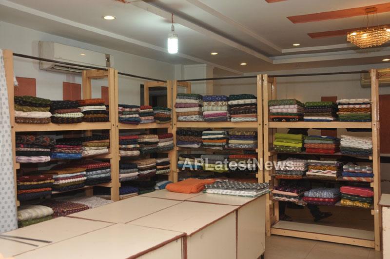 Pochampally IKAT Mela 2013 - Somajiguda - Launched by Chiranjivulu - Picture 14