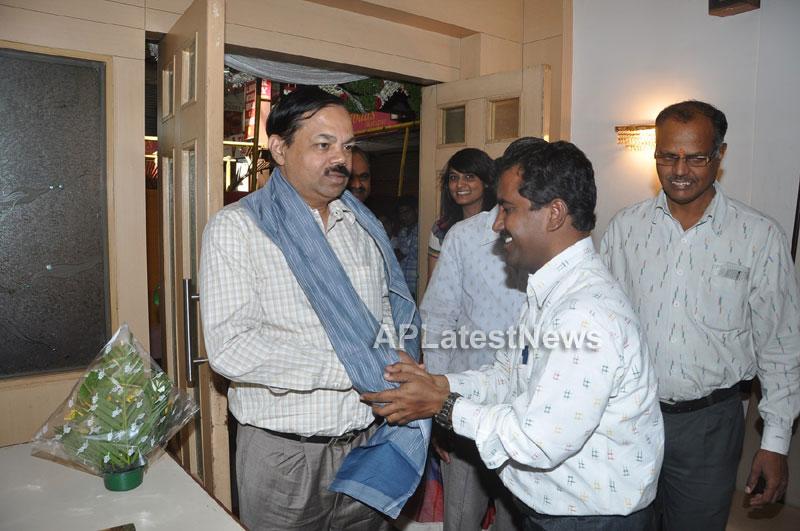 Pochampally IKAT Mela 2013 - Somajiguda - Launched by Chiranjivulu - Picture 6