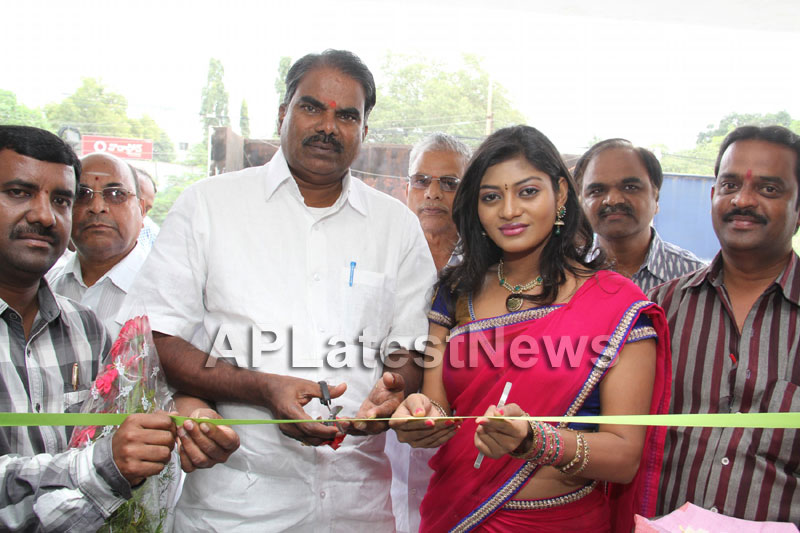 Artisans showcase their work at Pochampally IKAT Art Mela - Actress Sowmya, Secunderabad - Picture 4