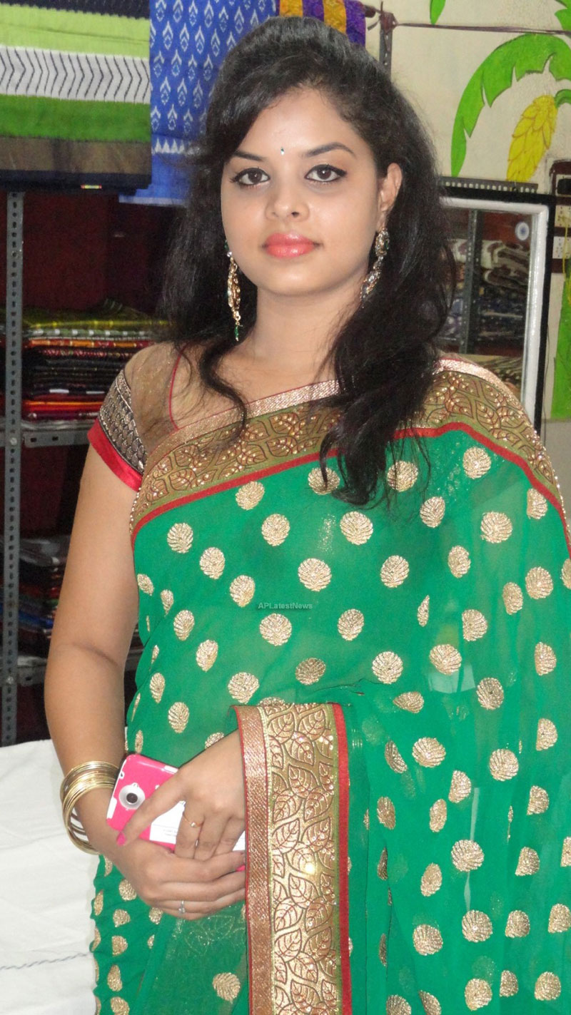 Pochampally Ikat art mela in Vizag city - Inaugurated by Tollywood Actress Varsha  - Picture 13