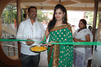 Pochampally Ikat art mela in Vizag city - Inaugurated by Tollywood Actress Varsha  - News