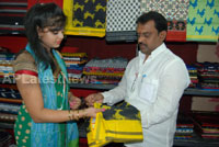 Pochampally Ikat art mela in Vizag city - Inaugurated by Tollywood Actress Varsha  - Picture 6