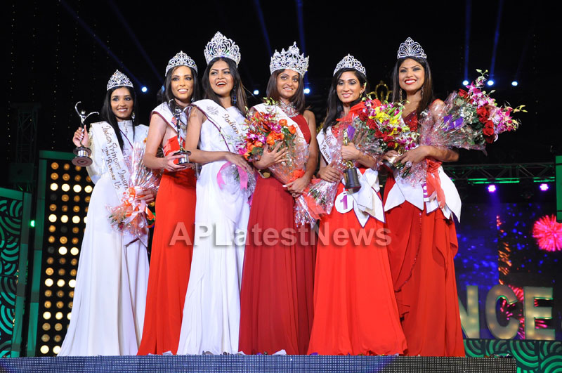 Indian Princess International Winners 2013 - Models Sizzle at Grand Finale - Picture 22