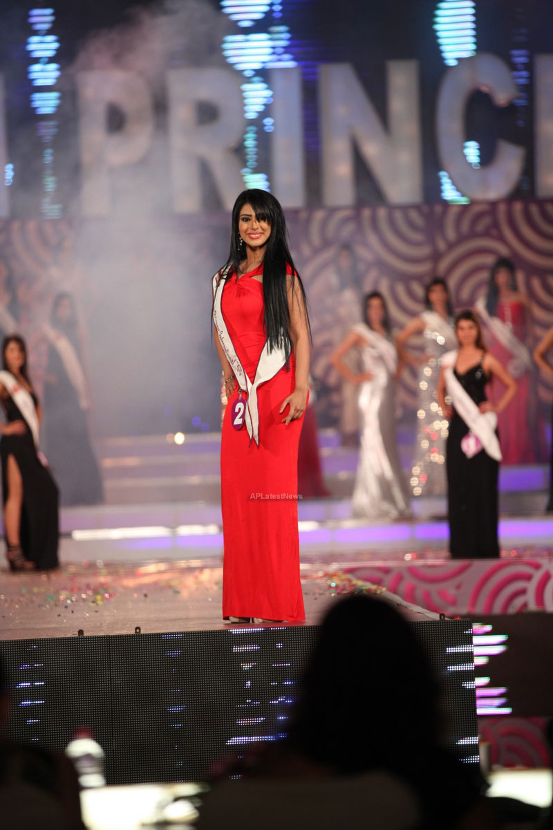 Indian Princess International Winners 2013 - Models Sizzle at Grand Finale - Picture 23