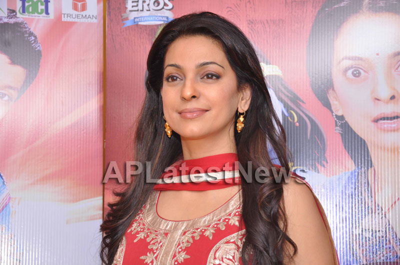 Juhi Chawla Loves Family Oriented Movie - Picture 3