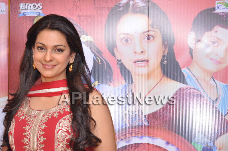 Juhi Chawla Loves Family Oriented Movie - Picture 13