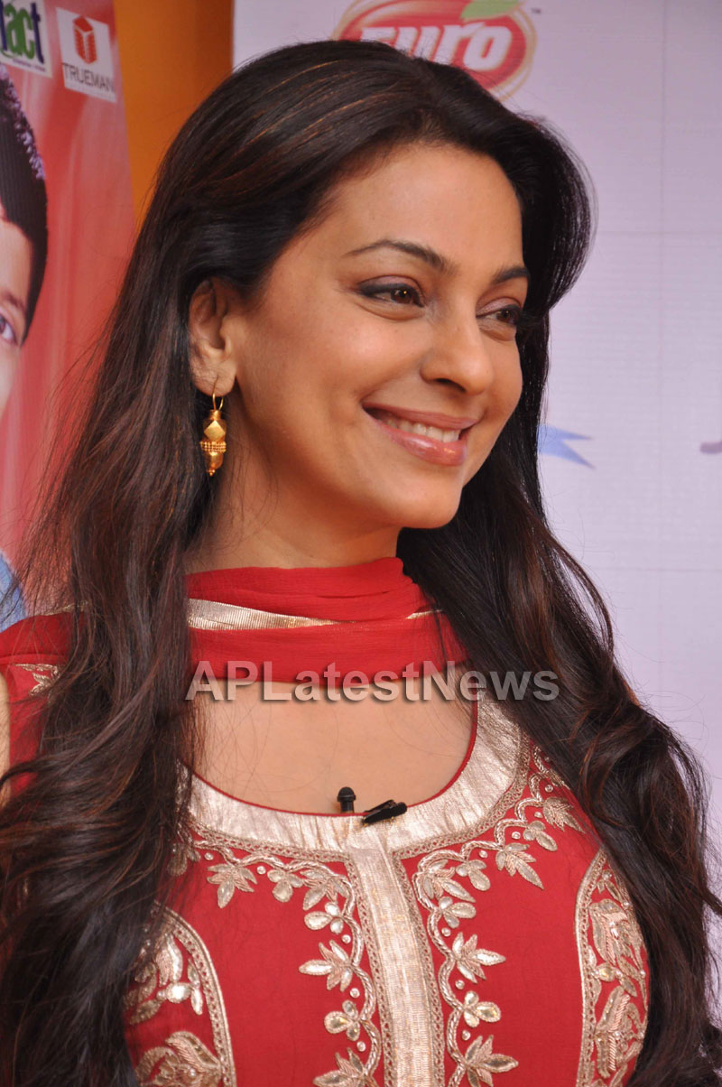 Juhi Chawla Loves Family Oriented Movie - Picture 12