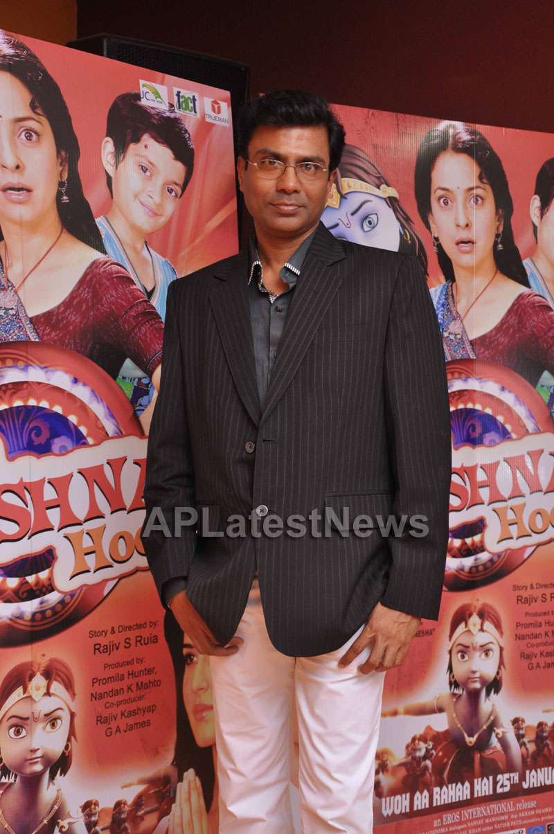 Juhi Chawla Loves Family Oriented Movie - Picture 1