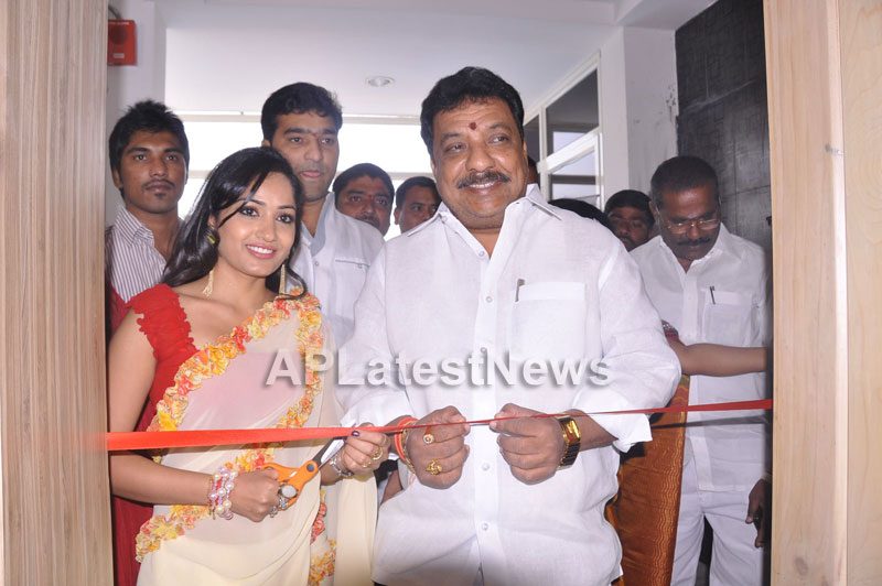 Kadai Restaurant Launched at Lingampally -Inaugurated by Actress Madhavi Latha - Picture 3