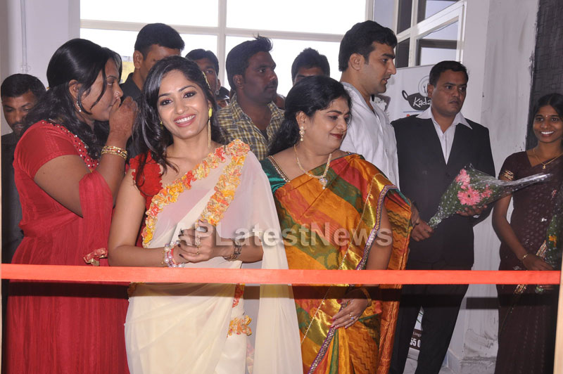 Kadai Restaurant Launched at Lingampally -Inaugurated by Actress Madhavi Latha - Picture 7