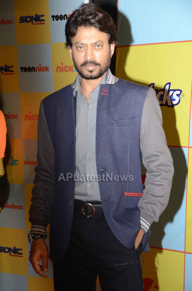 Shahrukh, Hrithik, Deepika, Serah and Jaqueline at Kids Choice Award 2013 - Picture 7