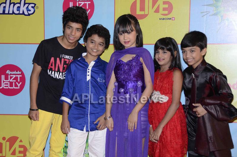 Shahrukh, Hrithik, Deepika, Serah and Jaqueline at Kids Choice Award 2013 - Picture 16