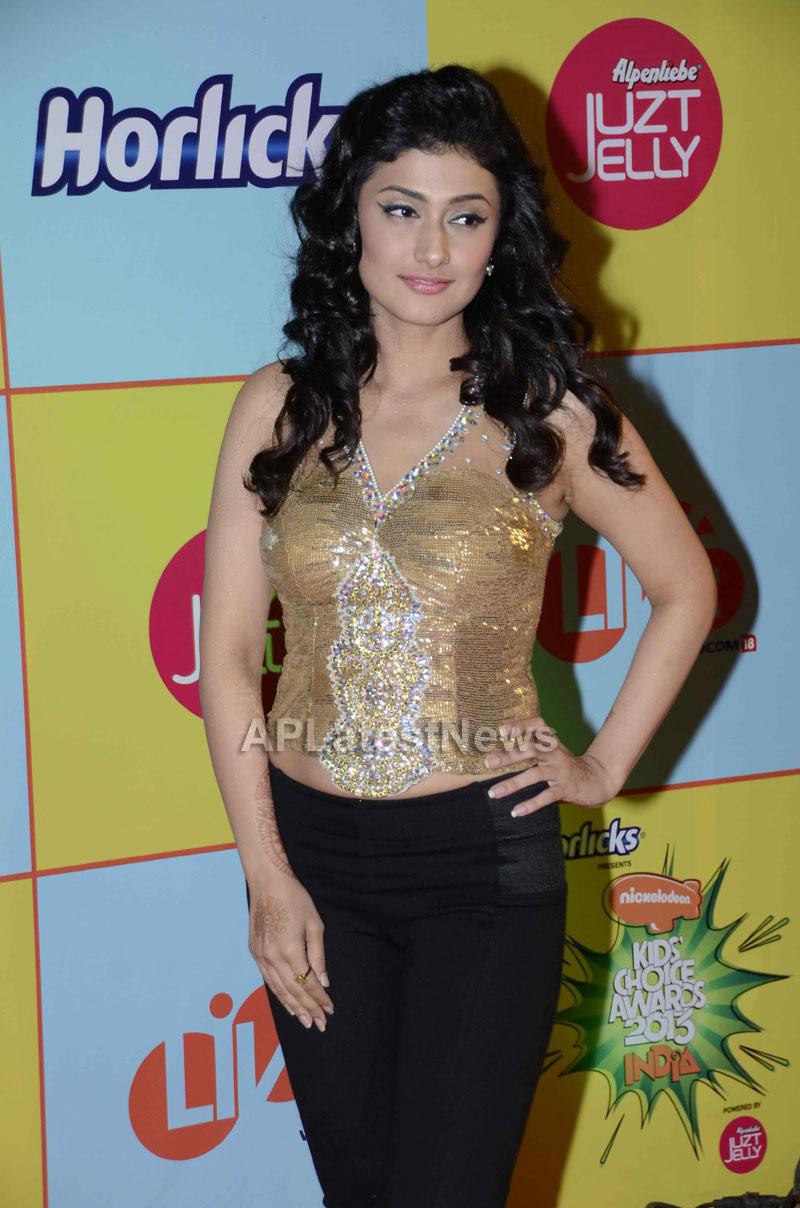 Shahrukh, Hrithik, Deepika, Serah and Jaqueline at Kids Choice Award 2013 - Picture 1
