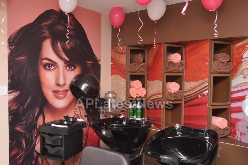 Lakme Salon Launched at Secunderbad - by South Indian Actress Priyamani - Picture 5