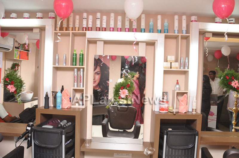 Lakme Salon Launched at Secunderbad - by South Indian Actress Priyamani - Picture 2