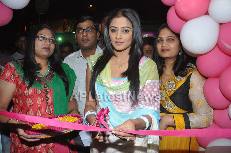 Lakme Salon Launched at Secunderbad - by South Indian Actress Priyamani - Picture 6