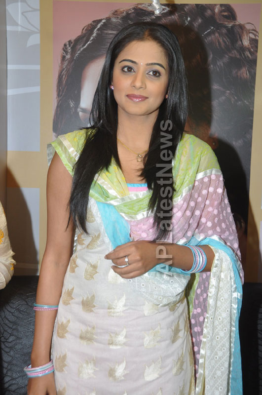 Lakme Salon Launched at Secunderbad - by South Indian Actress Priyamani - Picture 3