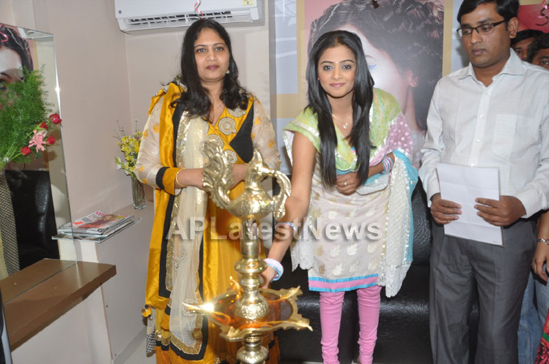 Lakme Salon Launched at Secunderbad - by South Indian Actress Priyamani - Picture 8