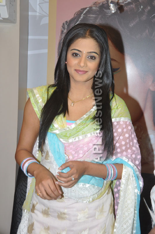 Lakme Salon Launched at Secunderbad - by South Indian Actress Priyamani - Picture 4
