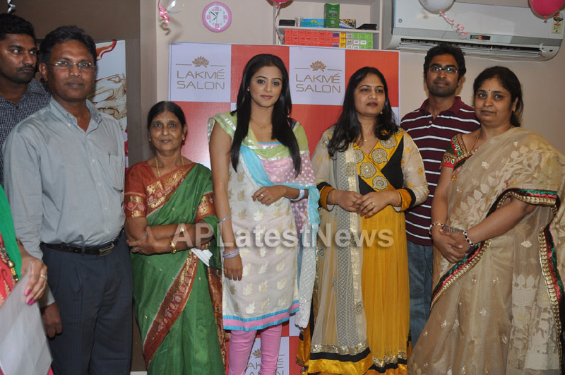 Lakme Salon Launched at Secunderbad - by South Indian Actress Priyamani - Picture 1