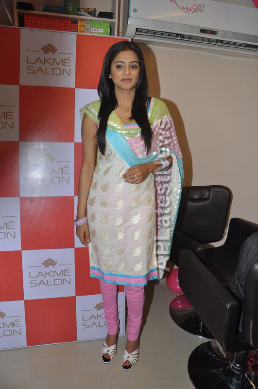 Lakme Salon Launched at Secunderbad - by South Indian Actress Priyamani - Picture 10