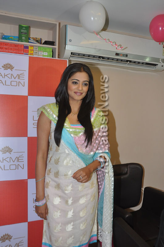 Lakme Salon Launched at Secunderbad - by South Indian Actress Priyamani - Picture 9