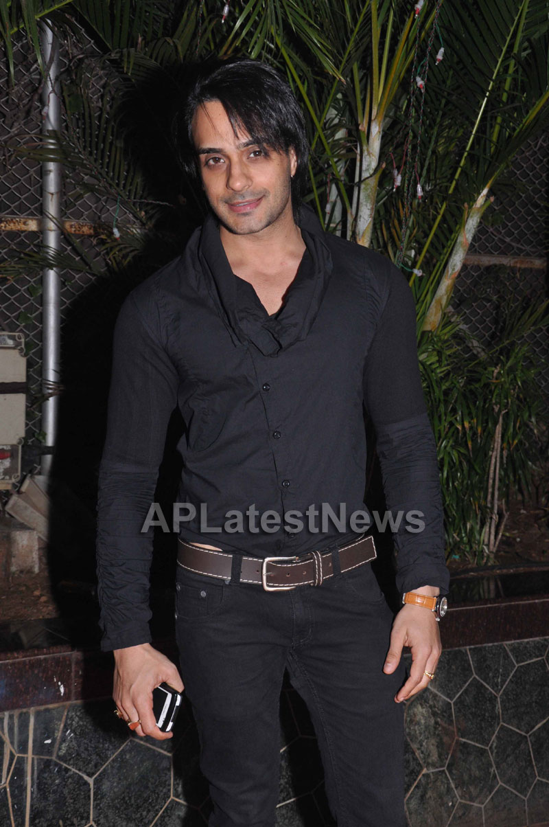 Bollywood Celebrating Lohri Di Raat in Mumbai - Picture 22