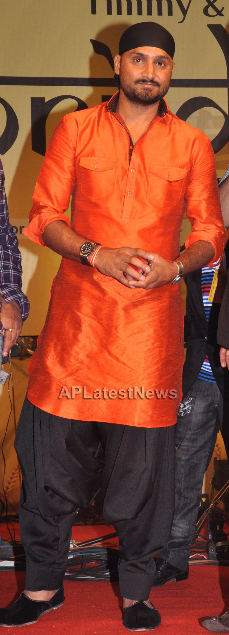 Bollywood Celebrating Lohri Di Raat in Mumbai - Picture 24