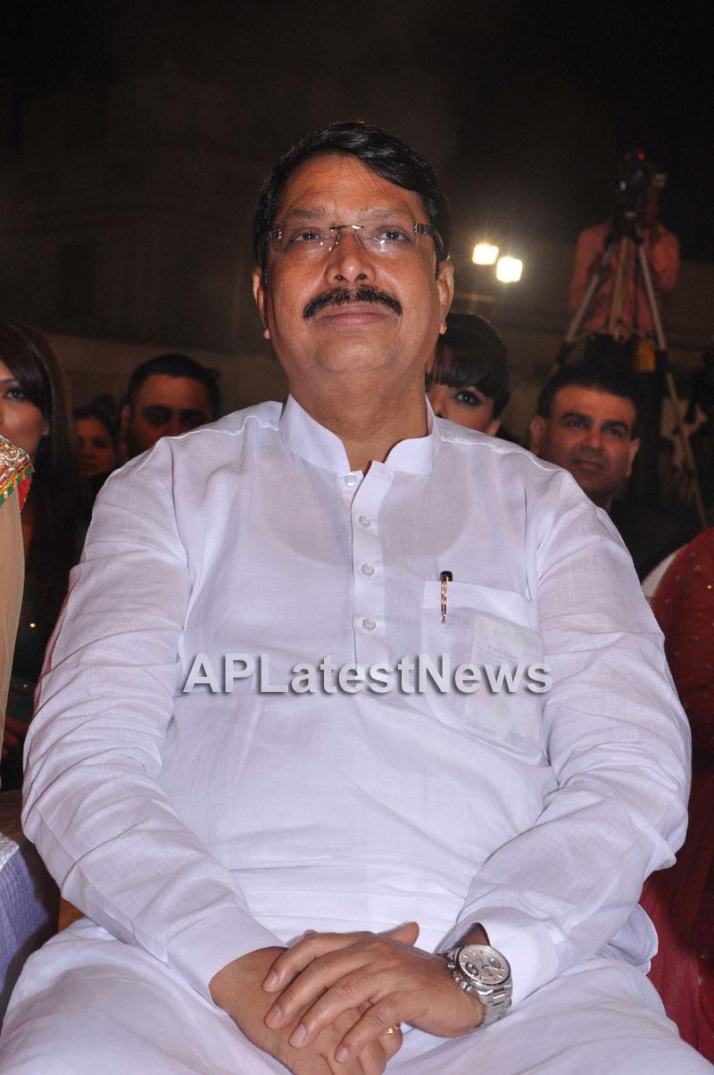 Bollywood Celebrating Lohri Di Raat in Mumbai - Picture 17
