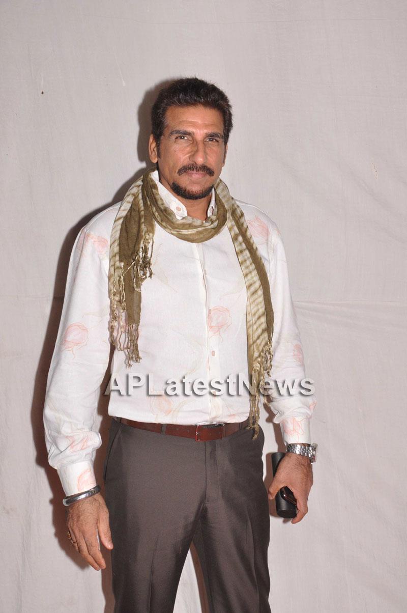 Bollywood Celebrating Lohri Di Raat in Mumbai - Picture 18