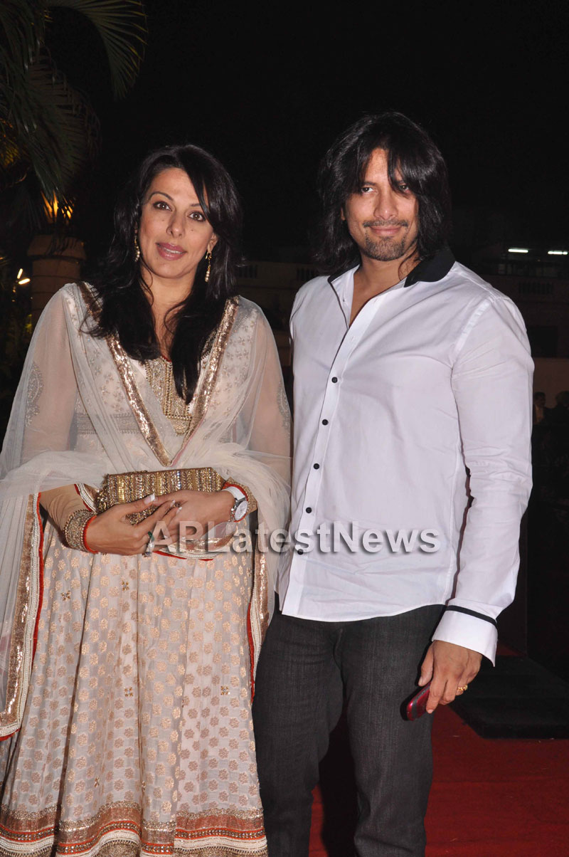 Bollywood Celebrating Lohri Di Raat in Mumbai - Picture 11